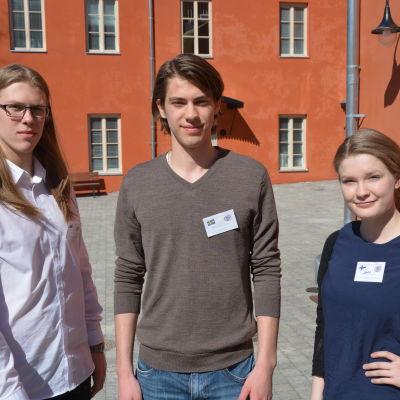 Från vänster: Mihkel Malsroos, Oskar Söderberg, Dora Lagerspetz.