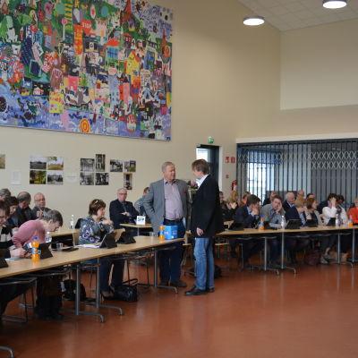 Lovisa stadsfullmäktige inför mötet.den 10 maj 2017, i skolsal.