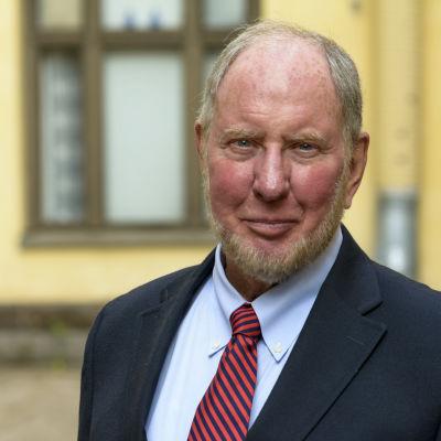 Professor Robert D. Putnam, Harvard University.