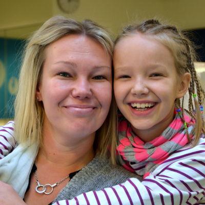 Katja Nordback och Adelina Veikkola.