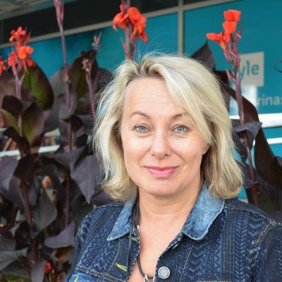 Louise Hoffsten är en svensk sångare.