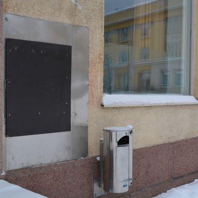bankautomaten vid krämaretorget i borgå togs bort i jan. 2016