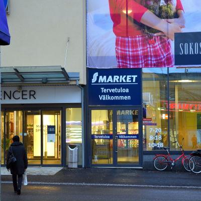 butiksfönster sett från gatan