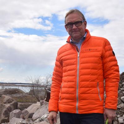 Denis Strandell är stadsdirektör i Hangö.