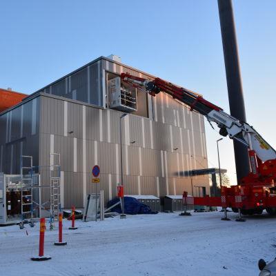 Energilaboratoriet på Brändö får sina transformatorer.