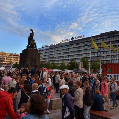 Enkelbiljett-containern på Vasa torg under Konstens natt.