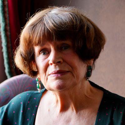 Keramikern Elina Sorainen fick Aktiastiftelsens pris 11.11.16