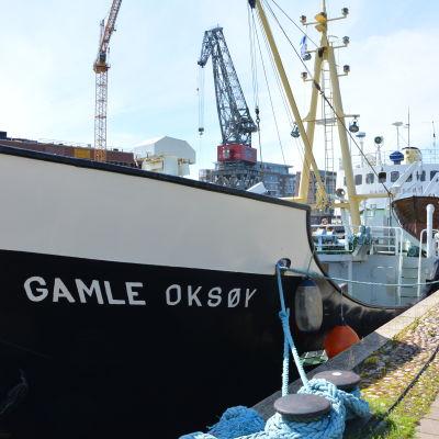 Fartyget Gamle Oksøy vid kajen i Åbo