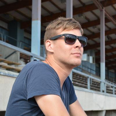 Jonas Emets säsong 2015 spoilerades av en gammal knäskada.