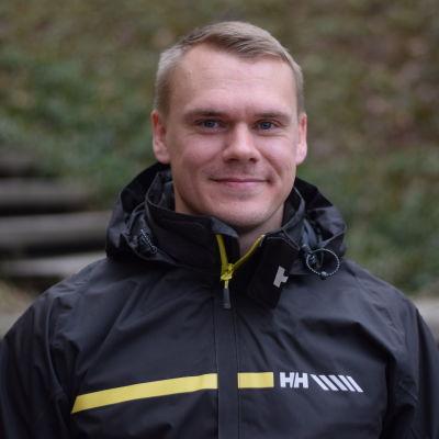 Porträttbild av Johan Henriksson.