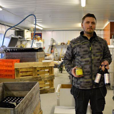 Tomas Bruce vid Marbacka bigård i Liljendal