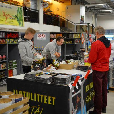Försäljning av fyrverkeripjäser i Mikrokulma i Borgå