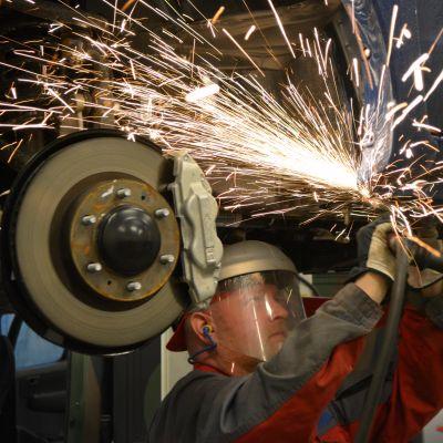 bilar byggs om hos arctic trucks i sibbo