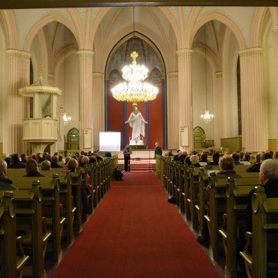 Lovisa kyrka innifrån.