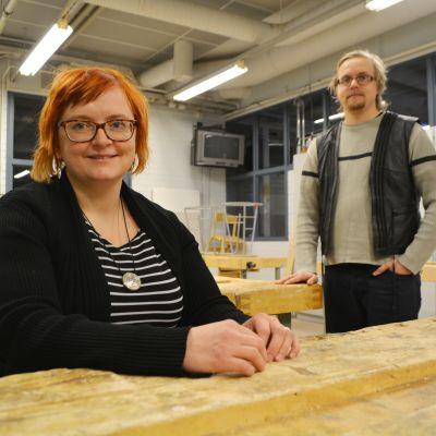 Lappträsks kommundirektör Tiina Heikka och uppsökande ungdomsarbetare Joonas Honkimaa.