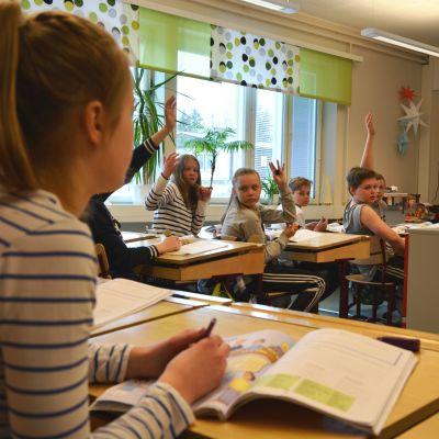 Sjätteklassister i Norra Korsholms skola.