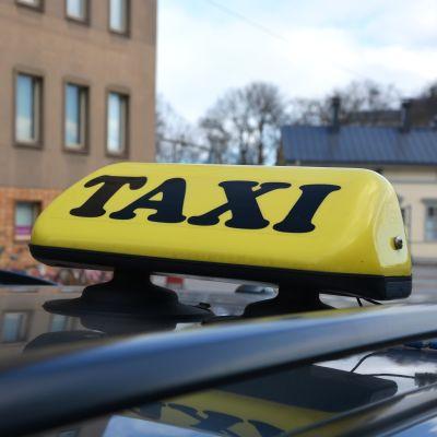 Taxi utanför Posten i Vasa.