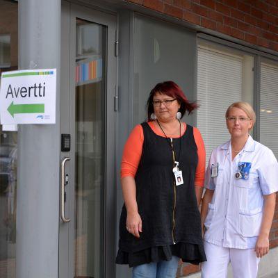 rusmedelskötare Saila Kaitila och avdelningssköterska Pernilla eriksén