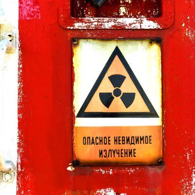 Bild av en skylt om radioaktivitet i Ryssland
