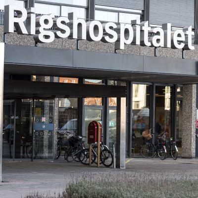 Huvudingången till Rigshospitalet.