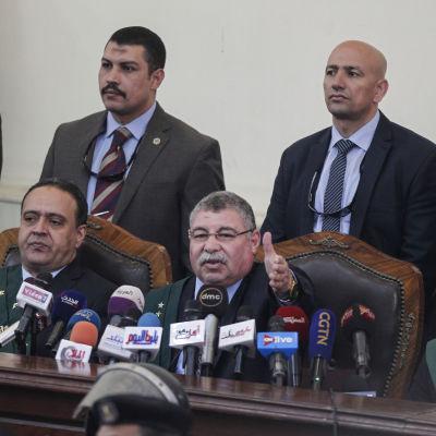 Domaren Hassan Farid talar under massrättegången i Egypten, juli 2018