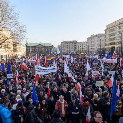 Protester i den polska staden Poznan mot högerregeringen.