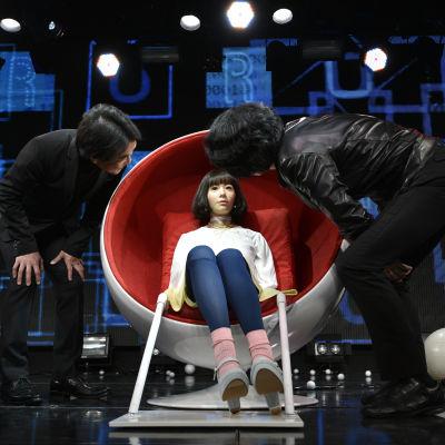 Robot presenteras i Japan.