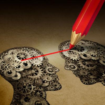 Karismatiska ledare binder sina anhängare till sig, och det är svårt för forskare att övertyga de här anhängarna om att ledaren har fel.