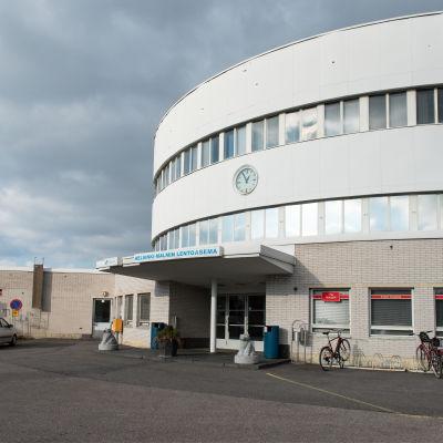 Helsingfors-Malms flygfälts huvudbyggnad