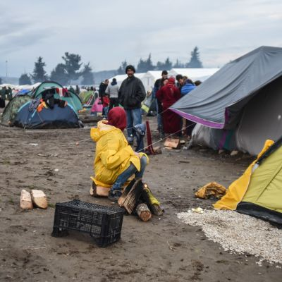 Flyktingar i ett flyktingläger i Eidoméni i Grekland.