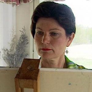 Sinikka Hurskainen harrastaa naiivistisia maalauksia