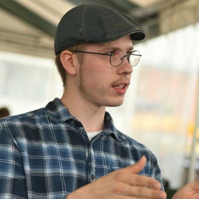 Antti Asikainen kuvattuna Mikkelin torilla 3.8.2021