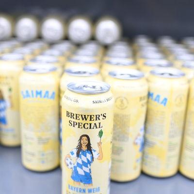 Saimaa brewingin oluttölkkejä kaupan hyllyllä.