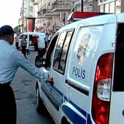 Polisen för bort demonstranter i Baku
