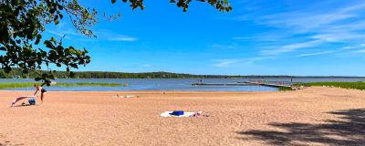 En strand.