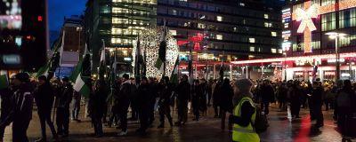 Nordiska motsåndsrörelsen samlas på Narinkens torg på självständighetsdagen.