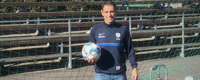 Paulo Pimentel med fotboll i handen.