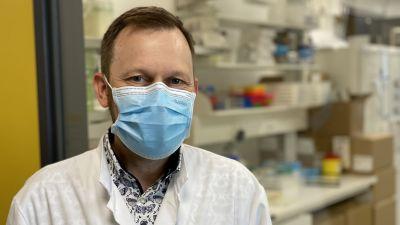 Läkaren Antti Hakanen berättar om coronadiagnostik.