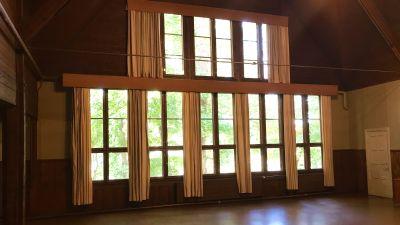 Vackra fönster i Solhem.