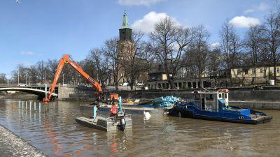 Aurajoen venepaikkoja on alettu paaluttaa 14.4.2021