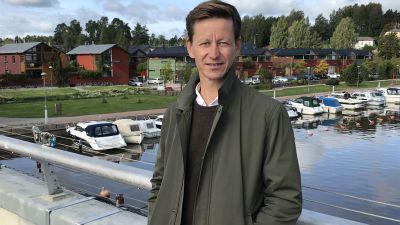 Dan Mollgren på gångbron i Borgå.