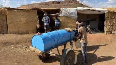 Vattenbehållare i flyktingläger i Tigray
