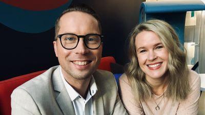 Magnus Hansén och Hannah Norrena ser glada ut.