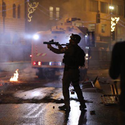 Israelin poliisi ampui tainnutuskranaatteja protesteissa Jerusalemissa.