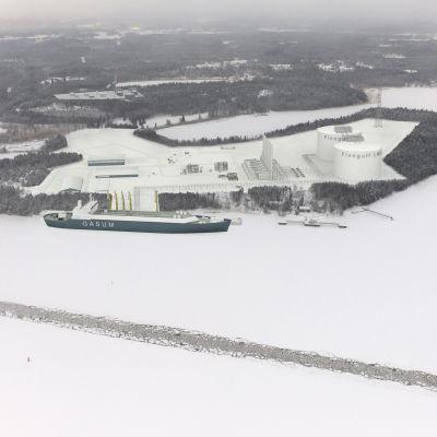 Bildmontage uppifrån av LNG-terminalen i Fjusö i Joddböle i Ingå.