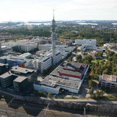 Helsinki, Ilmala ja Länsi-Pasila. Yleisradio, Pasilan Radio- ja tv-keskus, linkkitorni ja Studiotalo. Ilmakuva.