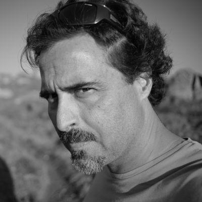 Angolalainen kirjailija José Eduardo Agualusa.