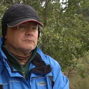 Mikko Hursti fiskar vid Gammelstadsforsen