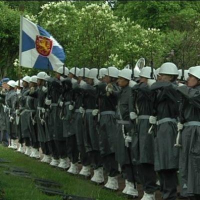 Soldater i givakt.