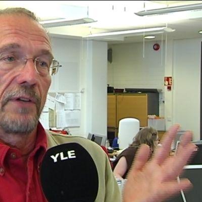 Nils Torvalds intervjuas i Svenska Yles nyhetslandskap i Böle